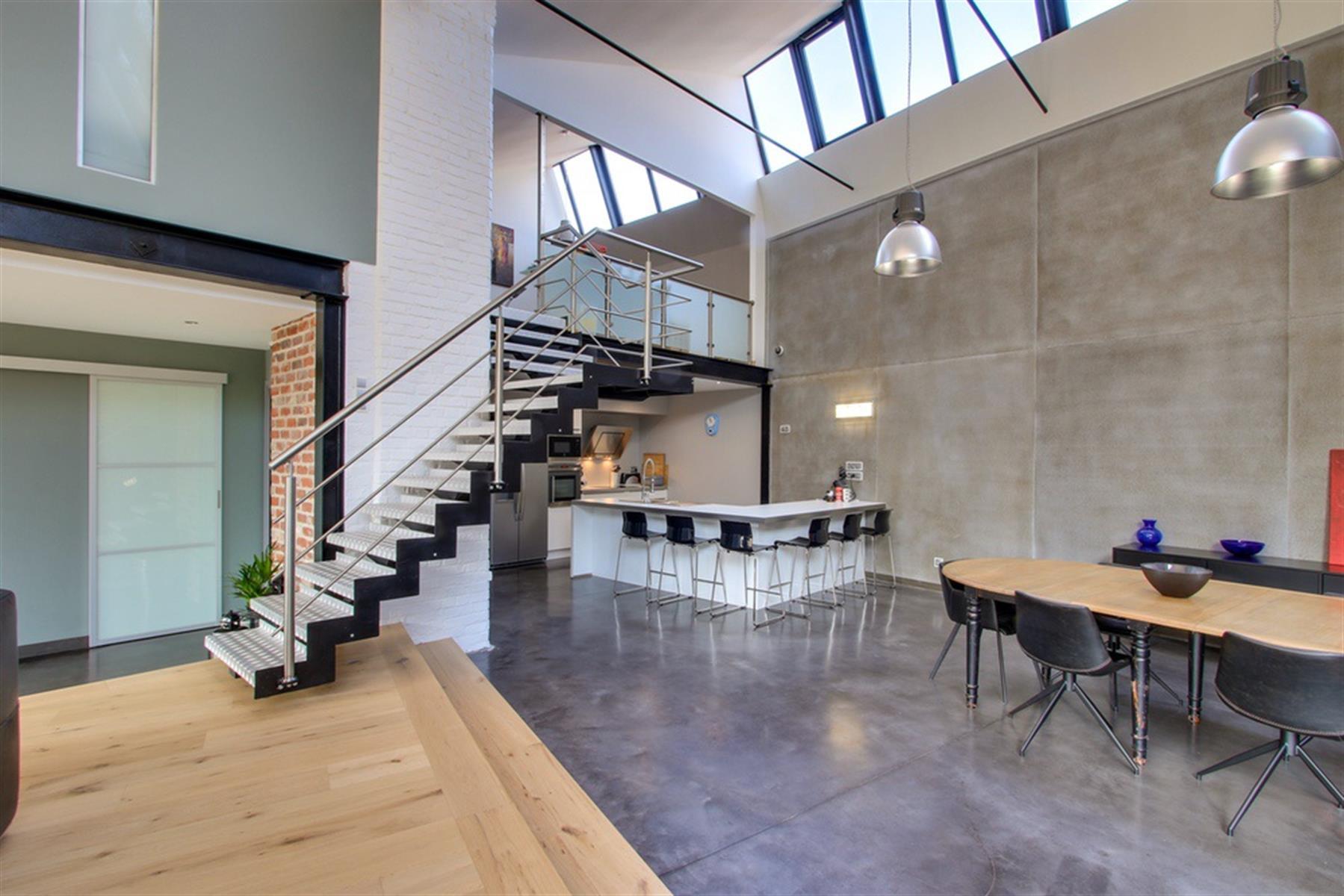Loft aménagé avec goût dans un ancien entrepôt industriel.