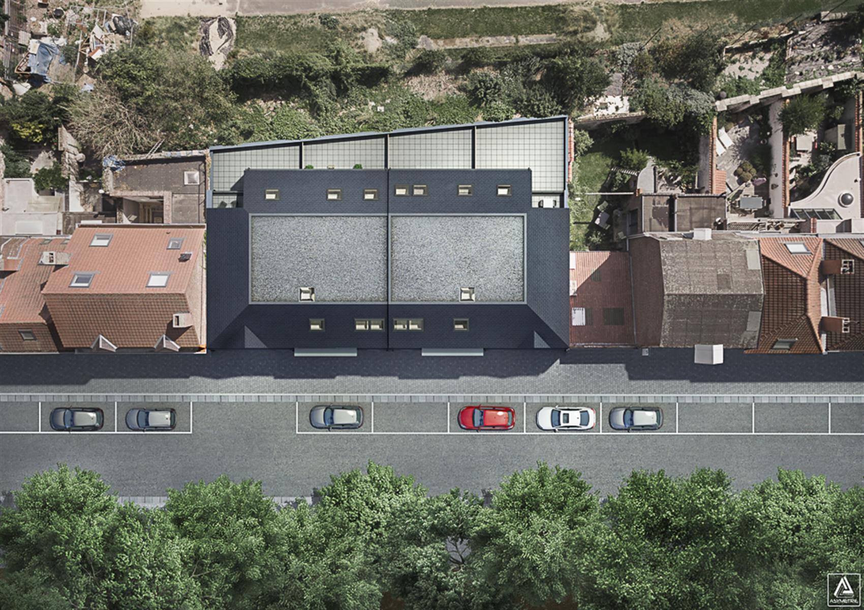 Appart. 2 ch au 1er ét. avec terrasse à l`arrière et balcon à l`avant